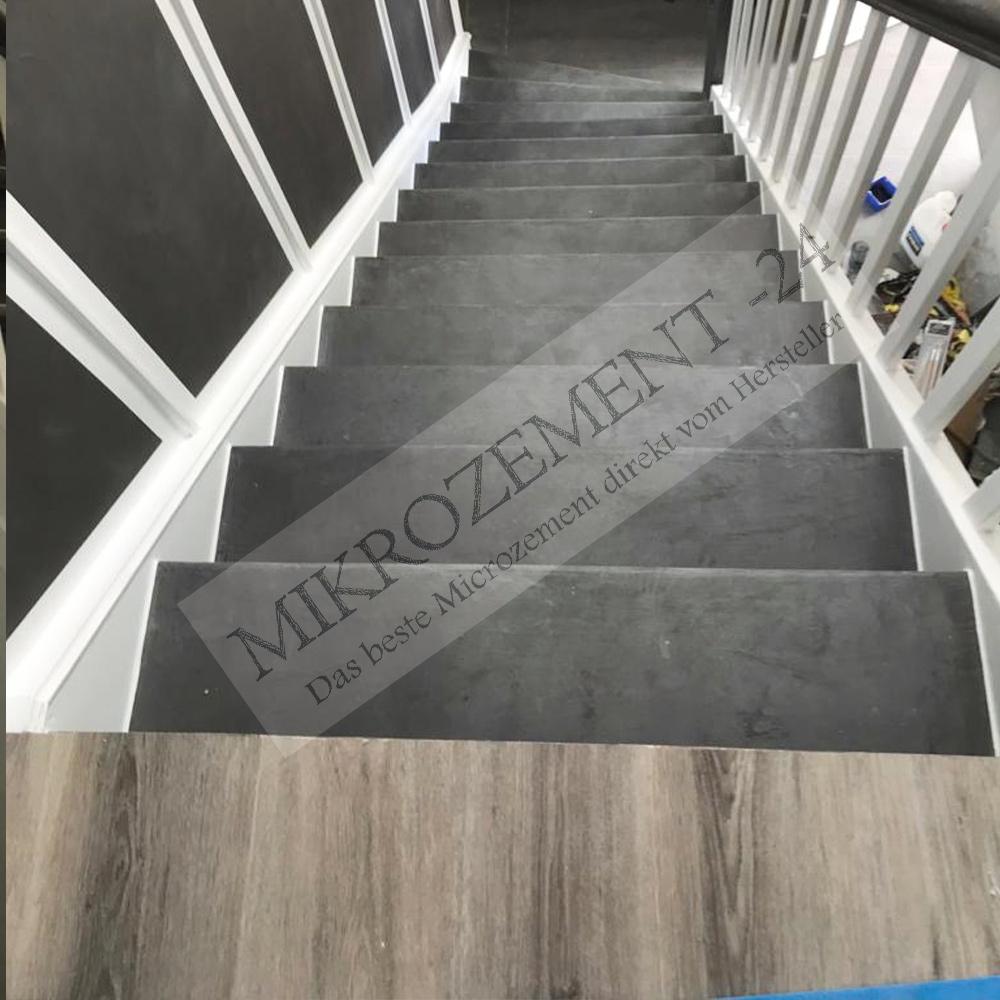 Mikrozement-24.de_Microzement-24.com_F-Wall_F-Floor_Wand_Holztreppe_antrazit